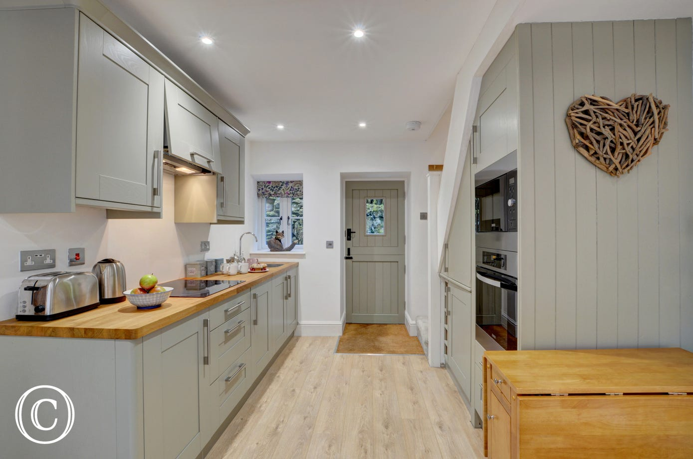A stylish kitchen area has been well designed and offers all you need to enjoy preparing meals