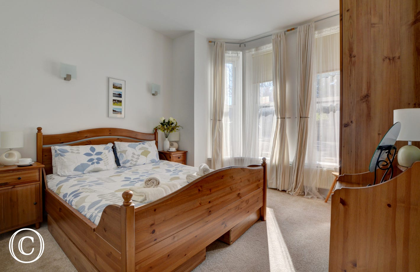 Light and bright double bedroom attractively furnished with large bay windows