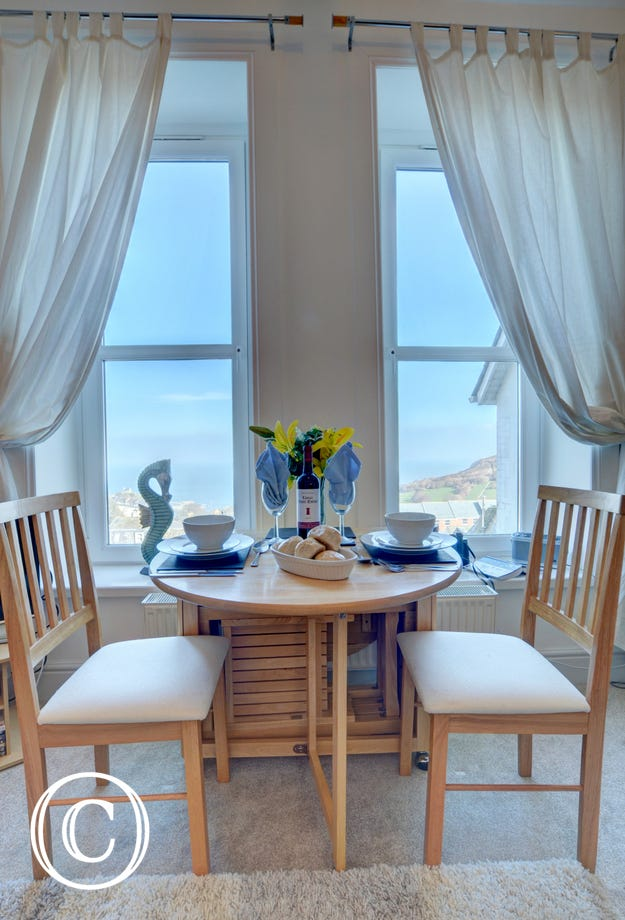 Enjoy a meal for two with simply stunning views!