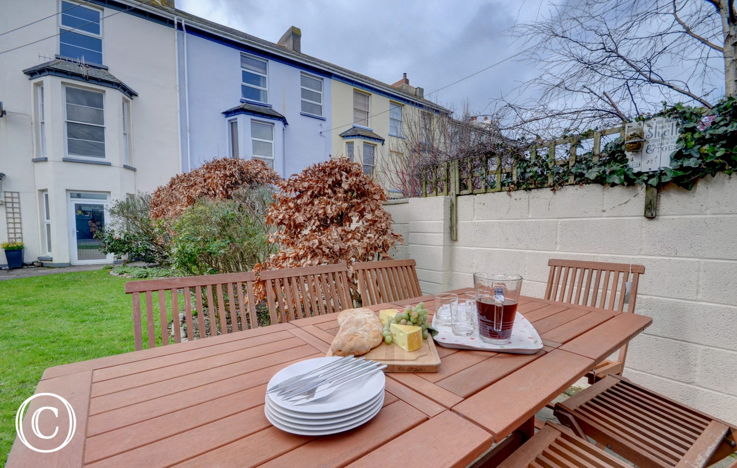 The garden with garden furniture, great for al fresco dining