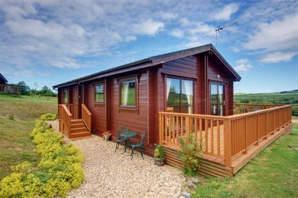 This privately owned, detached lodge is located just a few miles inland from the dramatic National Trust coast around Hartland