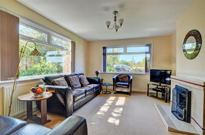 Dual aspect sitting room with views over the garden