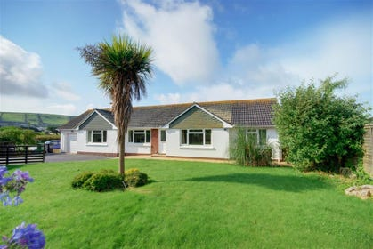 Laneside is a beautiful bungalow, tucked away in a peaceful and private road within a short level stroll of the golden sandy beach