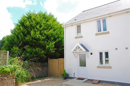 Brook Cottage is situated in a quiet courtyard just off the main village street