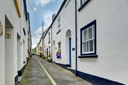 Cockle Cottage is a delightful character fishermans cottage nestling in one of the oldest streets of the picturesque fishing village of Appledore