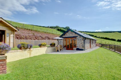 This high quality, single storey, rural retreat is in a most idyllic location with stunning views of Devon's wonderful countryside